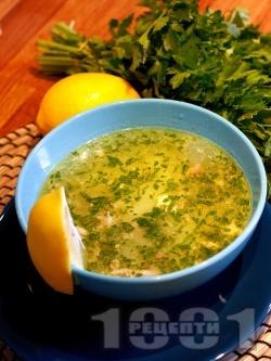 Класическа традиционна вкусна домашна пилешка супа с месо от филе, картофи, девесил (лющян), фиде и топла варена застройка - снимка на рецептата